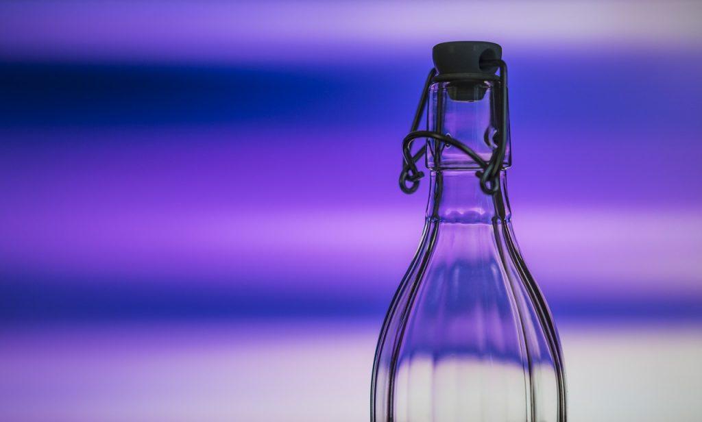 reusable glas bottle for traveling