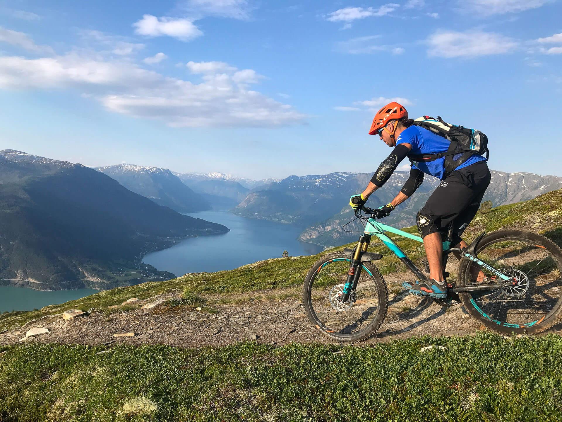 mountain bike the grand traverse
