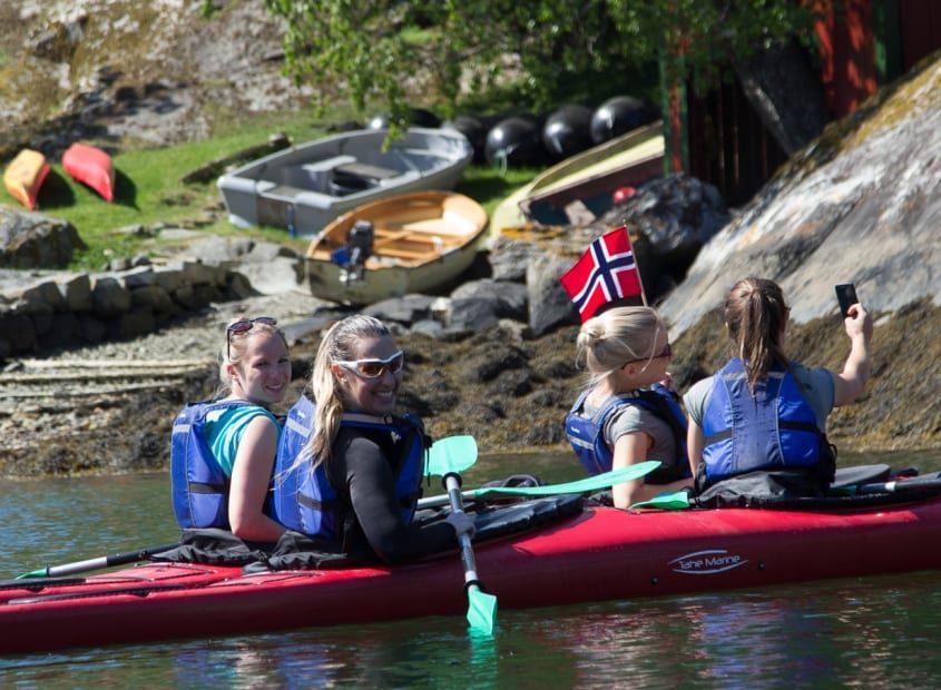 SeaKayak Arnafjord OutdoorNorway 1 1 845x684 1